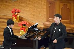 中川先生とピアノ.jpg